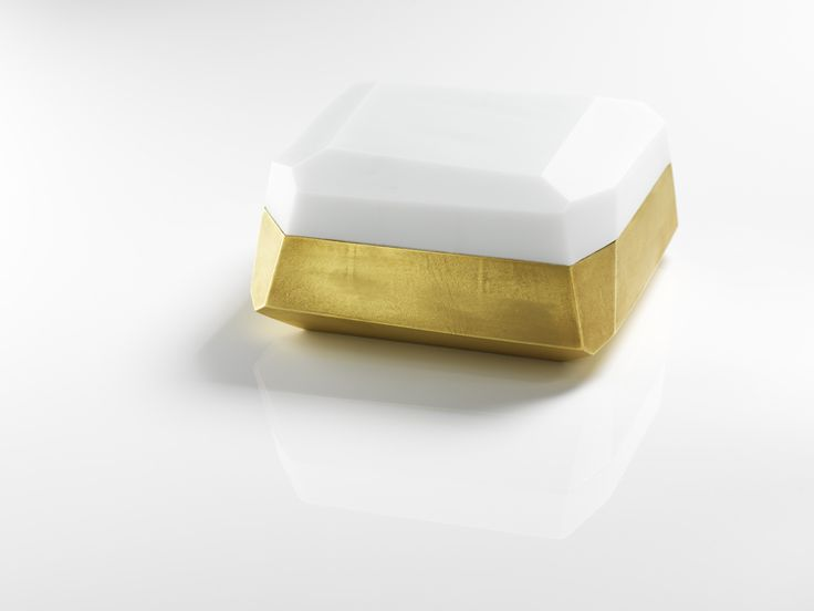 Andrea Walsh / Large Flat Faceted Box / Porcelain with 22ct Burnished Gold and White Glass / Courtesy Galerie Mouvements Modernes