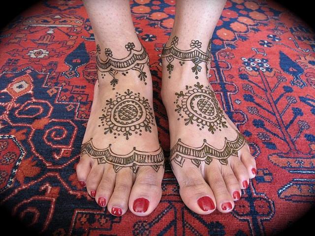 shruti's henna feet by HennaLounge, via Flickr