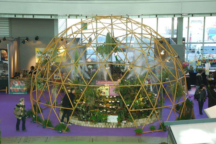 #LerianSrl ad #OrtoGiardino con un'installazione scenografica: una #cupola #geodetica simil #wood per ospitare #orchidee rare provenienti da tutto il mondo! #domes #orchids #design #gardening