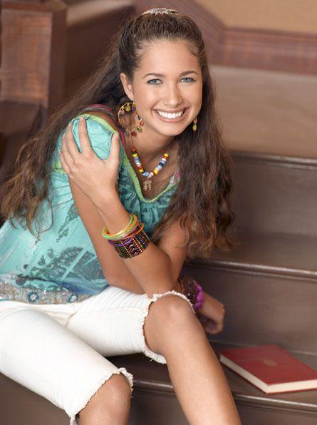 Meena (Maiara Walsh)