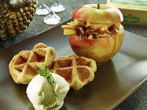 Vanille-Waffeln mit Bratapfel - Frische Waffeln und Bratäpfel sind die wohl beste Kombination, wenn Sie Ihre Küche in einen herrlichen Duft tauchen wollen.