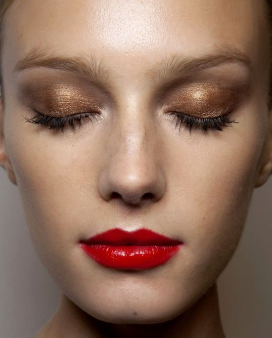 gold with red lips