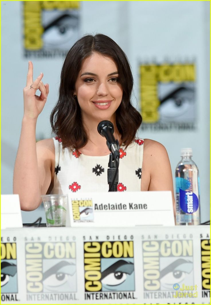 Adelaide Kane & Toby Regbo Are In Full On Adorable Mode at Reign's Comic Con 2014 Panel | adelaide kane toby regbo reign sdcc panel 10 - Pho...
