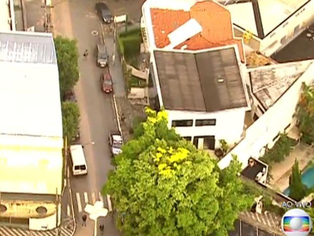 PF faz operação na casa do ex-presidente Lula (Foto: Reprodução/TV Globo)