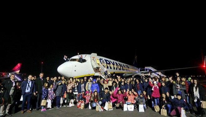 Pentru copiii orfani din Craiova Mos Crăciun a venit cu Ryanair