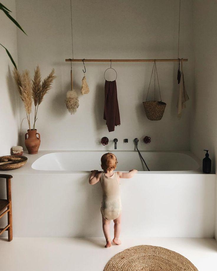 Minimalistisches Badezimmer In Sanften Erdtonen Ohne Fliesen