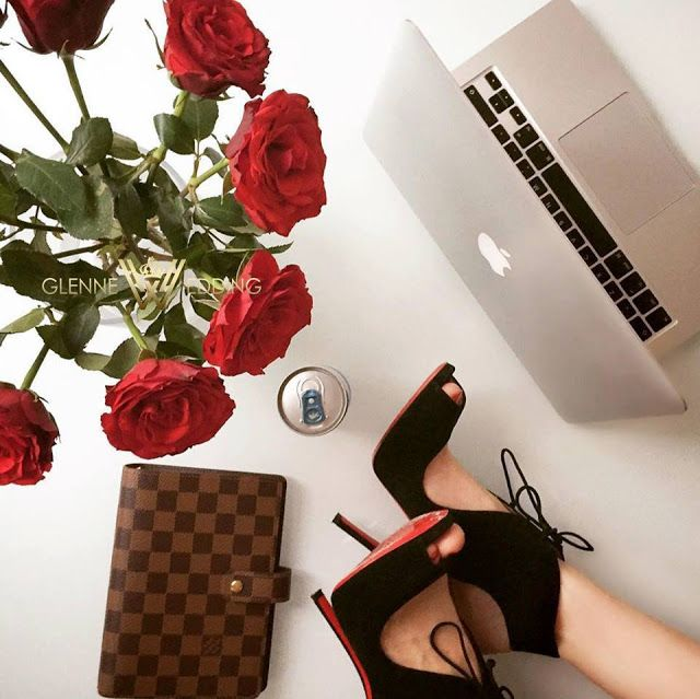 A day at the office <3 #louboutin #highheels #louisvuitton #planner #redroses #roses #rebull #mac #macbookpro