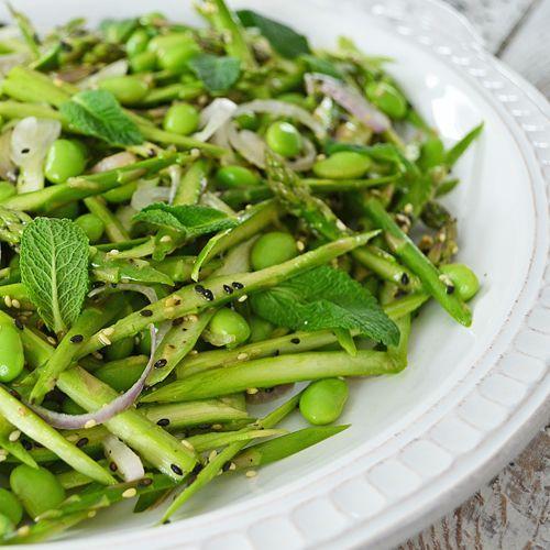 Salade d'Asperges Crues et d'Edamames - http://www.ratatouilleetcie.com/salade-dasperges-crues-et-dedamames/