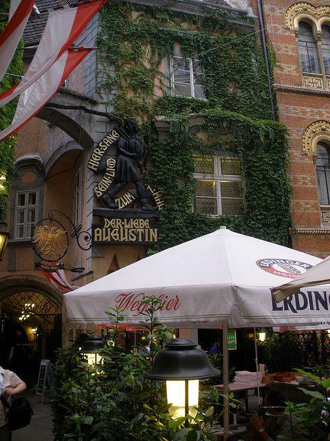 """Wien, 1. Bezirk (Restaurante """"Griechenbeisl"""") Stammgast (un cliente abituale) Der Liebe Augustin by Josef Lex (you are the best - world class folk!), via Flickr"""