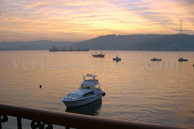 Istanbul, Turkey travel:  boats-river-sunset