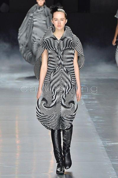 http://www.catwalking.com/new/ready-to-wear/MIYA/Looks/739519