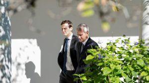 jared-kushner-passeggiate-intorno-alla-casa-bianca-con-il-capo-del-presidente-obama-di-personale-denis-mcdonough