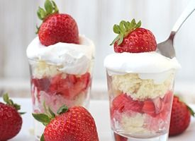 Strawberry shortcake shooters