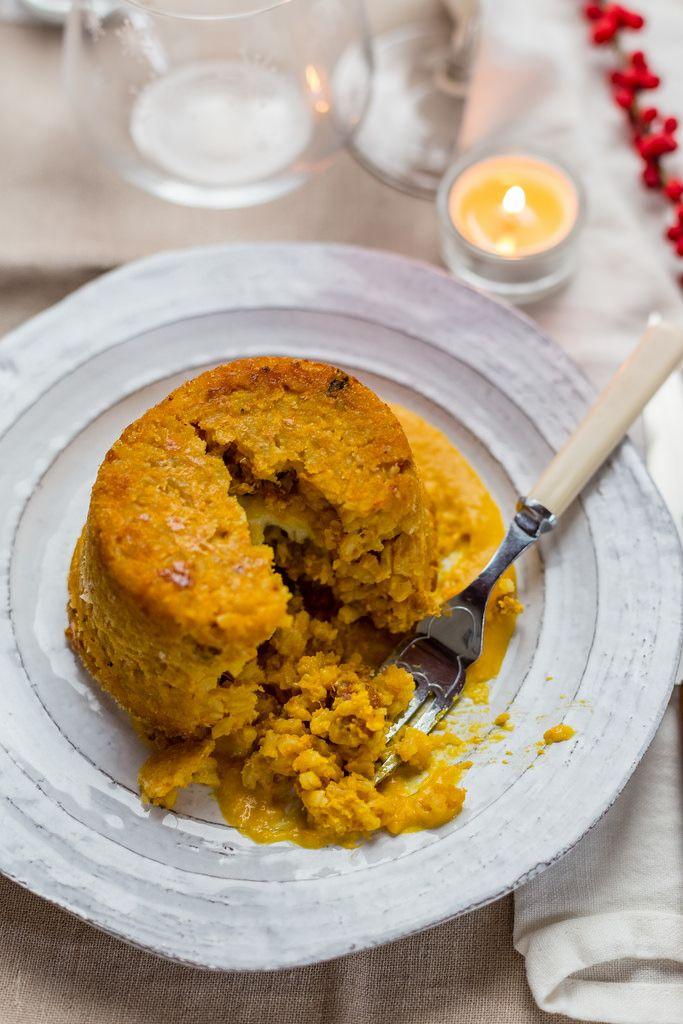 Iltimballo di riso con zucca e salsicciaè unprimo natalizio, scaldato dall'arancio di una zucca mantovana e dal mantecare energico sul fuoco.