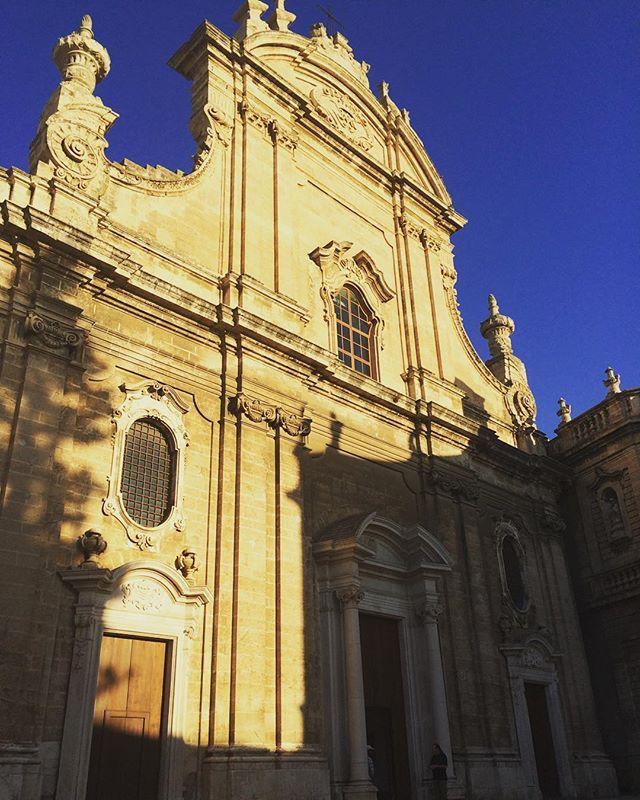 Cattedrale di Monopoli in stile barocco napoletano! Non è bellissima? #monopoli4stagioni #weareinpuglia #visitpuglia #igerspuglia #annapernicegoesinpuglia #labloggerelesueamiche #monopolisadventures