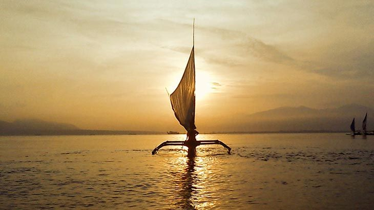 Indonesia adalah negara kepulauan terbesar di dunia yang dua pertiga wilayahnya adalah perairan. Pemerintah Jokowi – JK saat ini mempunyai visi untuk membangun kemaritiman di Indonesia. Tentunya ini menyangkut khususnya kepada peningkatan kehidupan para nelayan di Indonesia ini. Khusus untuk para nelayan ini, maestro gambus H. Ahmad Baqi (Medan) menciptakan sebuah lagu yang diberi judul …