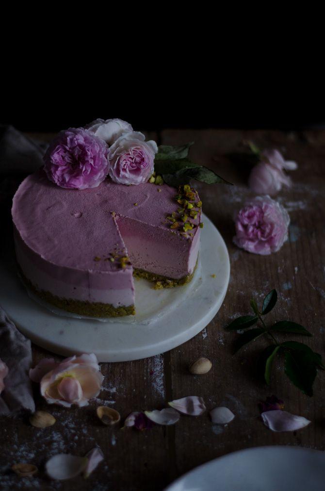 Fascinam-me as flores especialmente as rosas, a primavera, os tons rosa e verde da natureza e os bolos a condizer. Nesta estação do a...