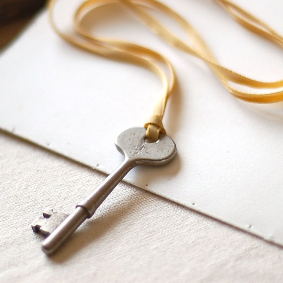 how to make a key necklace