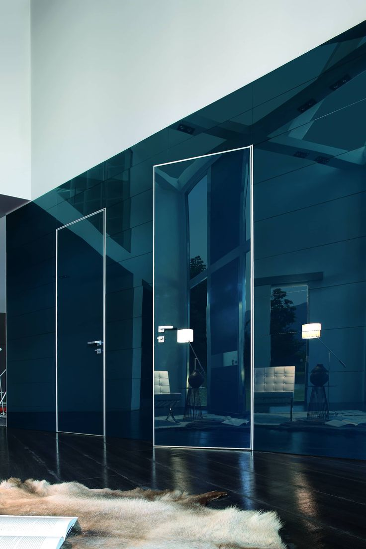 Project security door for interiors in blue lacquered glass