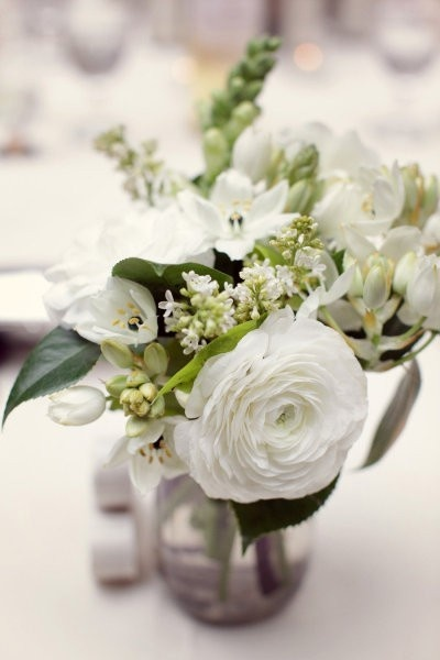 .white flowers.