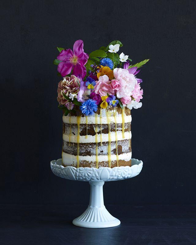 Happy Valentine's Day #happyvalentinesday #cakelover #foodpic #foodstyle #celebrationcake #valentinescake #allehjertersdag #cake #flowers #foodie #foodphotography @frkengebakken