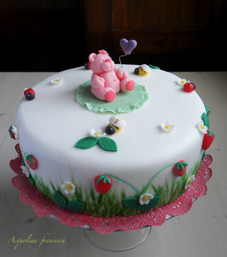 La mia nipotina ha compiuto un anno e per l'occasione ho realizzato la mia prima torta in pasta di zucchero, Ci voleva una torta special...