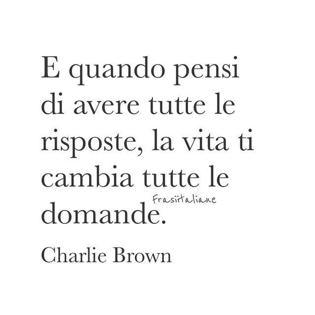 #citazioni  Y cuando piensas que tienes todas las respuestas, la vida te cambia todas las preguntas.