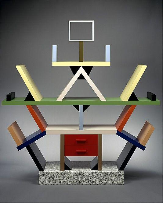 Ettore Sottsass (Italiaans ontwerper, 1917-2007) Carlton kamerscherm uit 1981, hout met kunststof laminaat. ca. 2 meter hoog.