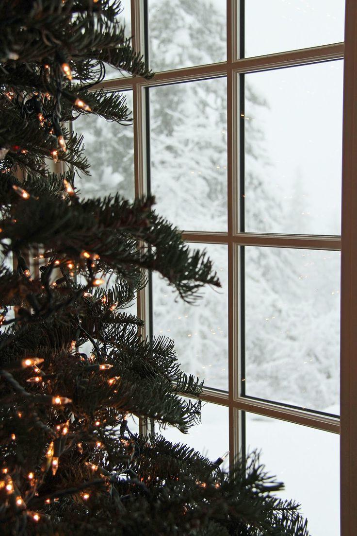 Decorate the christmas tree fa la la la - Find This Pin And More On Fa La La La La La By Artifactuprsng Christmas Tree