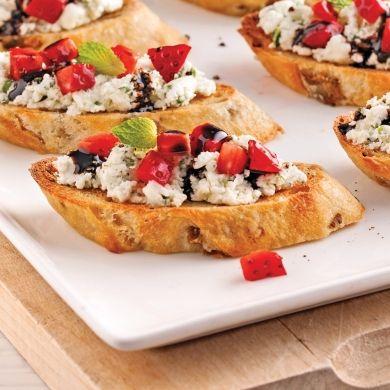 Canapés au fromage de chèvre et fraises - Recettes - Cuisine et nutrition - Pratico Pratique