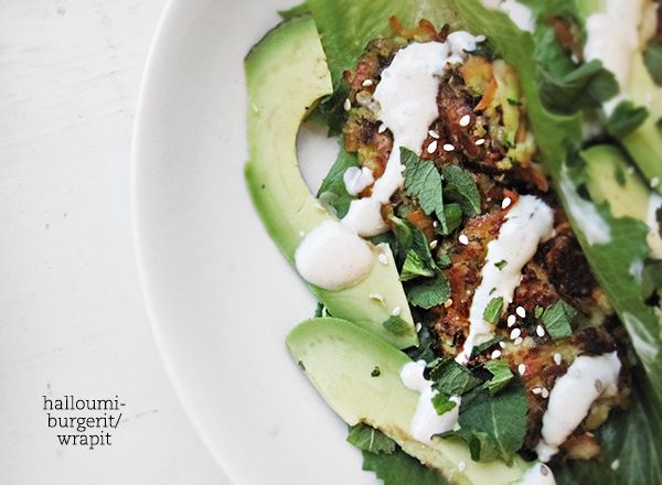 Syötävän hyvä: Kesäkurpitsa-halloumipihvit ja tahini-jogurttikastike esim. pitaleipien kanssa
