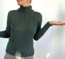 Женский свитер с воротником гольф