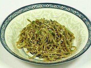 Fideos integrales al wok con verdeo y salsa de soja