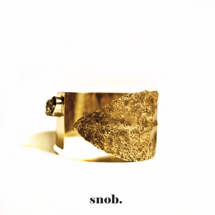 Bronze Age inspiration theme  The sharp contrast between the two bracelet sides desires to highlight the primordial contradiction between good and evil, witch made man from the beginning to use the metal in entirely opposite areas: arms vs. jewelry, useful vs. pleasant, violent vs. beautiful. #snobdot #snob #bracelet #brass #piritestone