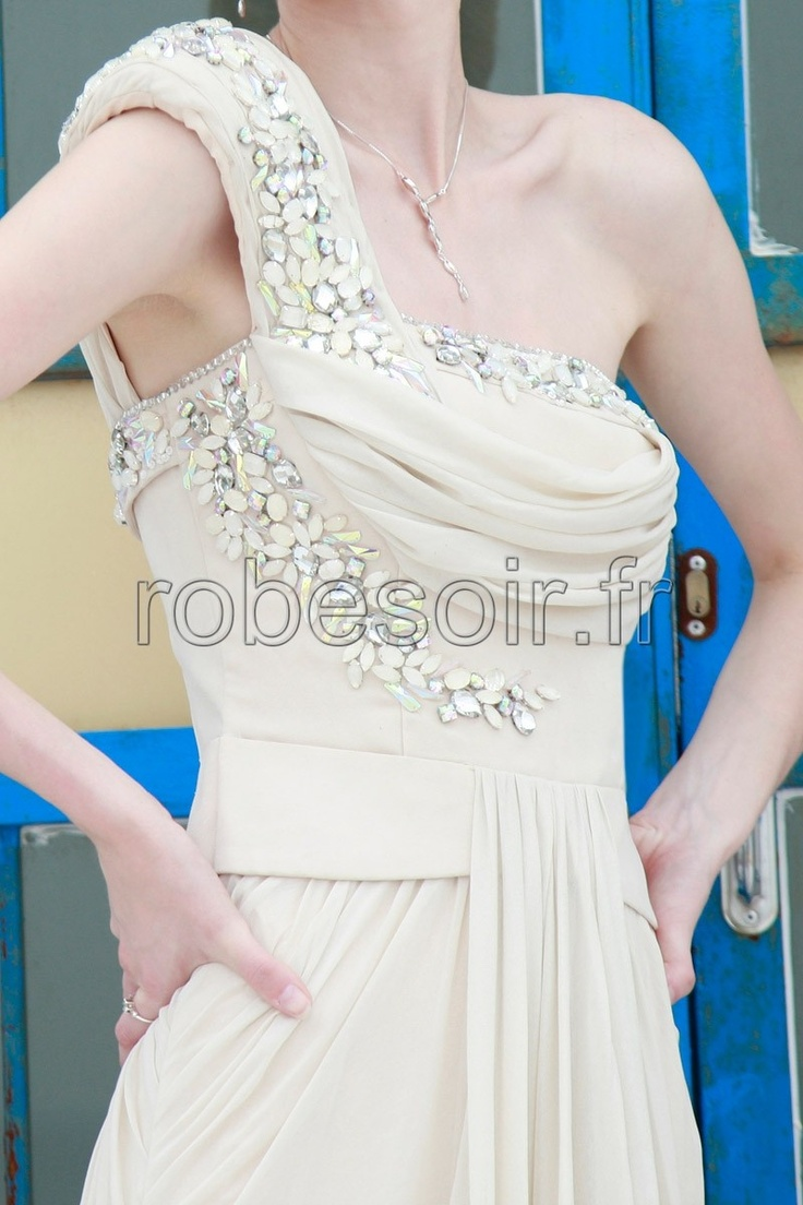 17 Meilleures Id Es Propos De Robes De Demoiselle D 39 Honneur Beiges Sur Pinterest Couleurs De