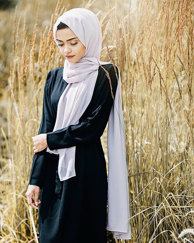 Outfit from @inayahc - Washed lilac grey soft crepe hijab - Black belted midi with slits #ootd #modestfashion