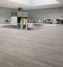 Risultati immagini per pavimento gres porcellanato effetto legno grigio