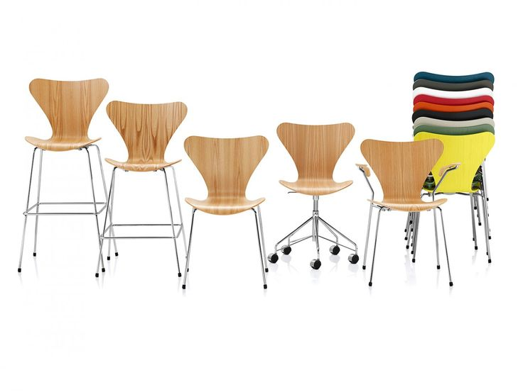 Den klassiska stolen Sjuan, eller Serie 7™, formgavs av Arne Jacobsen 1955 och är den överlägset mest populära och sålda stolen i Fritz Hansens sortiment, och kanske även i möbelhistorien. Sjuan är en vidareutveckling av Myran™ med sin formpressade fanér.Som en hyllning till hemmakontoren vill Fritz Hansen erbjuda Sjuan Snurrstol i svart ask eller skinn till ett fantastiskt pris. Idéen bakom är att alla förtjänar god kvalitet och vackra arbetsutrymmen, både hemma och på jobbet. Sjua...