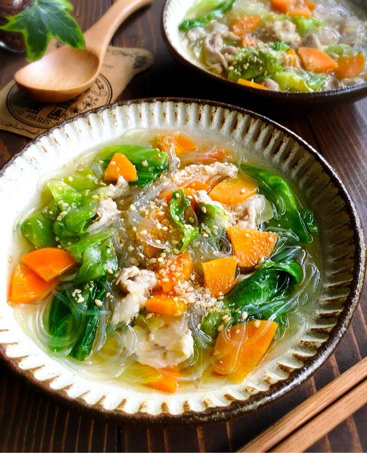 おはようございます(*^^*)♩        今日ご紹介させて頂きますのは久しぶりのスープレシピです♡            先日急に、しかも猛烈に    塩ラーメンが食べたくなってそれっぽいスープを作りました♩    中華麺の代わりに春雨入れて