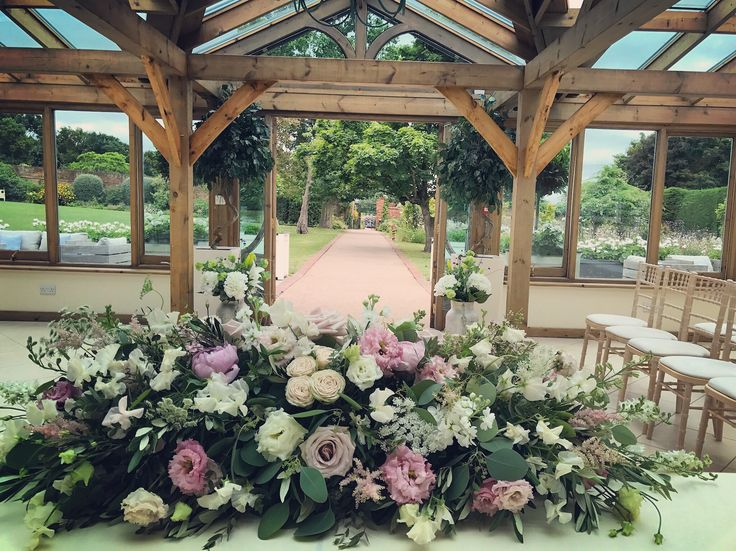 August ceremony table and aisle