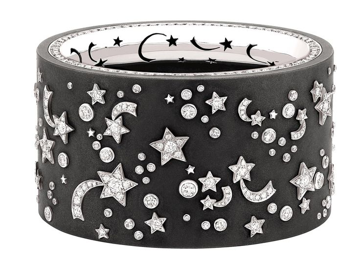 """Chanel """"Clair-obscur"""" cuff in 18-karat white gold set with 348 round-cut diamonds for a total weight of 9.4 carats and titanium."""