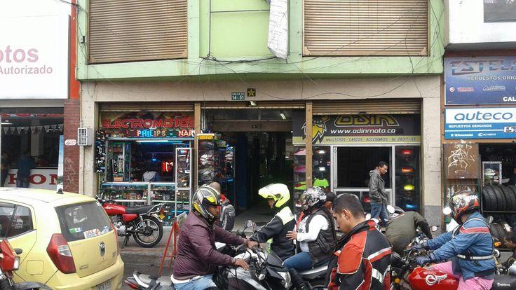 Almacen ELECTROMOTOS Avenida Caracas con 15 Bogota Colombia.