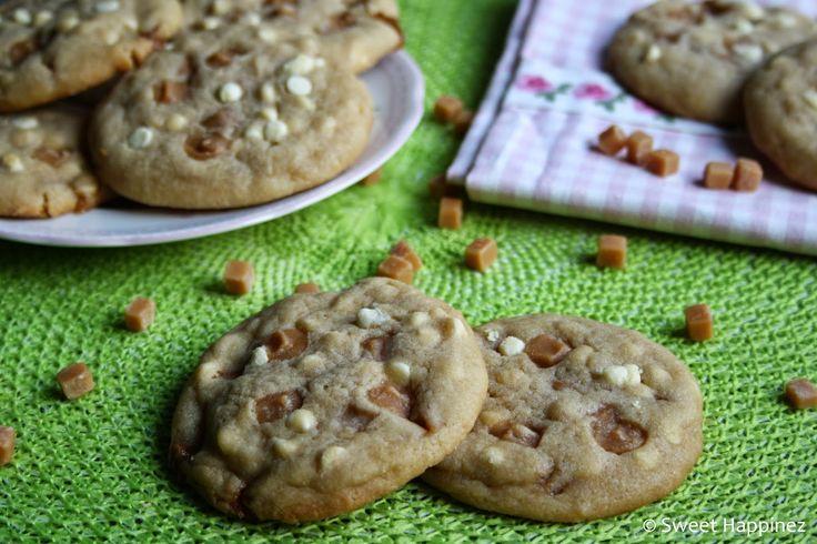 De chewy-bite in deze koeken doenmij een beetje denken aan de heerlijke koekjes van de subwaymet chocolate chips enmacadamia noten. Er gaat geen enkele keer voorbij dat ik deze niet neem als ik daar iets ga eten. Dit doe ik al jaren en ik vind ze zelfs zo lekker dat ik daar ook nooit een ander koekje heb geproefd. Ik heb dus eigenlijk geen idee hoe alle andere koekjes daar smaken.  Die subway koekjes ga ik ongetwijfeld ook een keer proberen temaken,maar zoalsjullie zien zijn dat niet…
