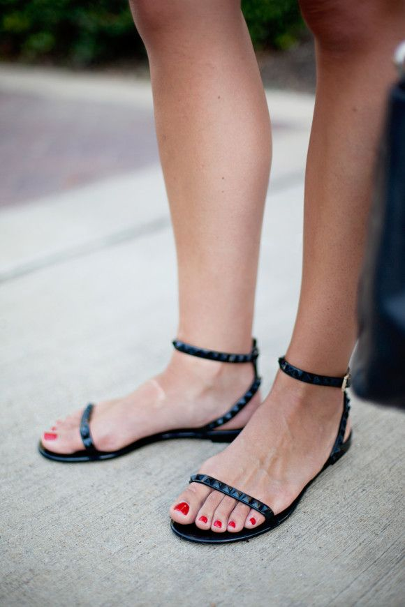 Perfect summer Valentino sandals | on SALE at www.stanleykorshak.com // White Sheath Dress | Dallas Wardrobe