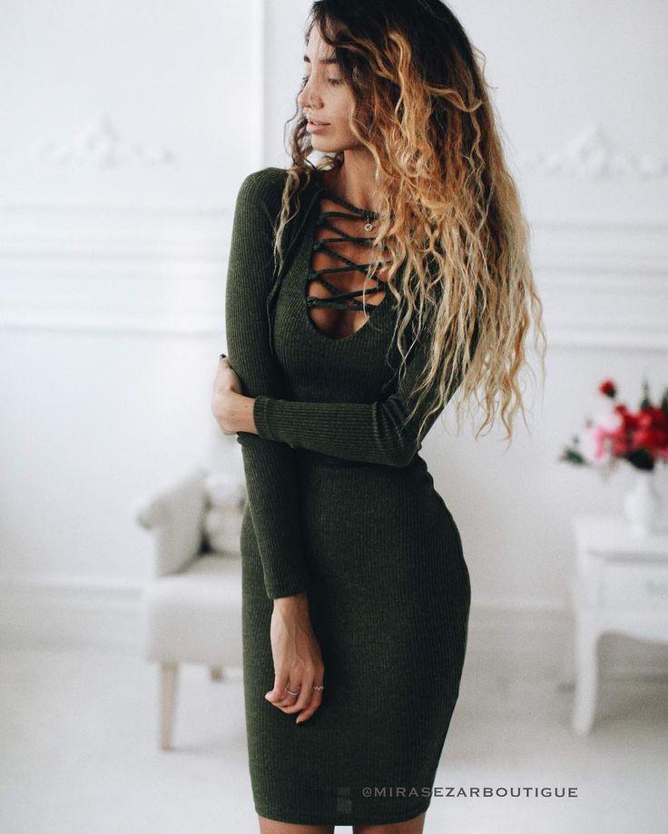 """Идеальное платье Аверса от #mirasezar на прекрасной @desislavvaaa 😻♥️♥️ Платье представлено в 3х самых актуальных цветах - хаки, чёрный и бежевый.  Платье из плотного трикотажа на подкладке из вискозы, сидит идеально🔥 и очень приятное к телу!😊 Стоимость 3800₽ #вналичииmirasezarboutigue ✔Магазин""""АФИМОЛЛ Сити"""" @mirasezarafimoll ✔Магазин """"Принц Плаза"""" @mirasezar.princeplaza ✔Санкт-Петербург @mirasezarpiter ✔Магазины MiraSezar представлены в городах: Алма-Ата @mirasezar_alma_ata  Анапа…"""