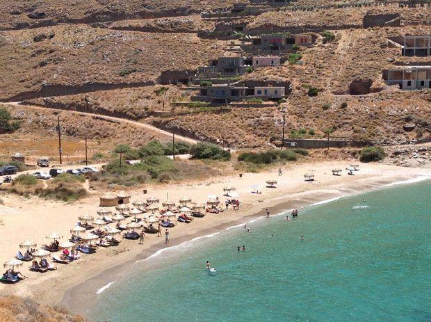 Παραλία Ξύλα. Στα Δυτικά του νησιού 4 km από την Κορησσία.Χωμάτινος δρόμοσ αλλά  δροσερά, καθαρά, βαθιά μερά. Ξαπλώστρες & ομπρέλες.