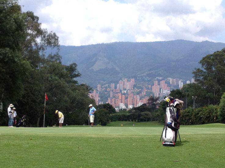 Hermoso campo de golf. Medellín - Colombia