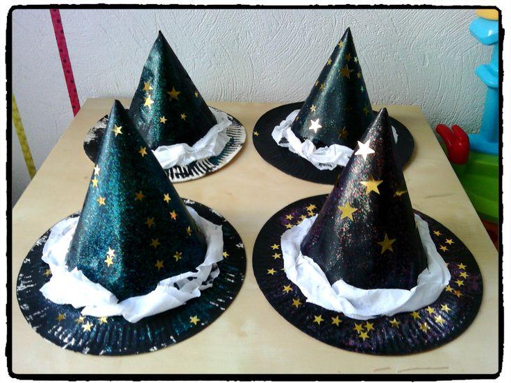 chapeaux de sorciers et sorcières en assiette en carton, bricolage halloween, enfant