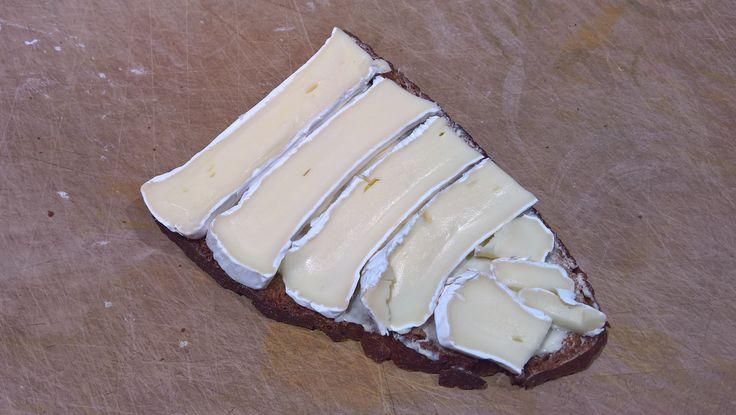 Camembertwellen auf Bauernlaib