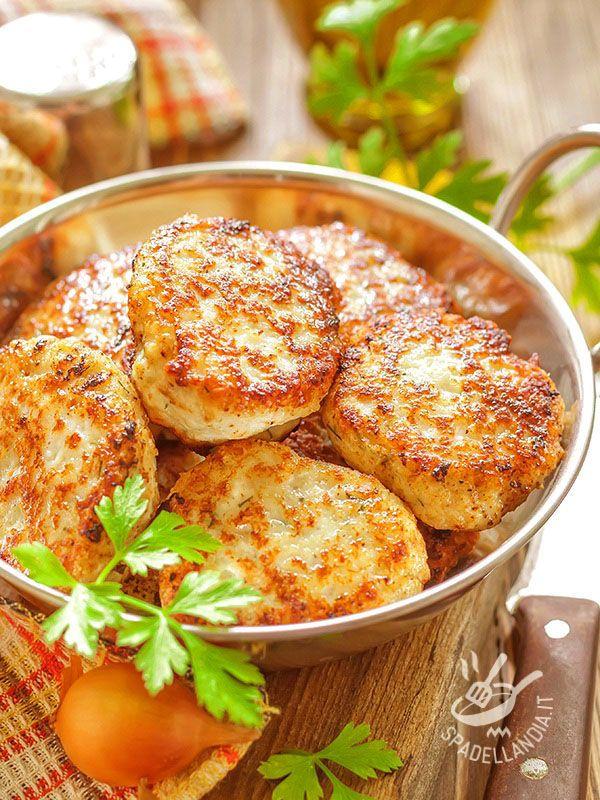 Hamburger turkey and fontina racy - Gli Hamburger di tacchino e fontina filante sono una ricetta appetitosa, facile veloce e completa: serviti con un contorno di verdure sono ideali! #hamburgerditacchino